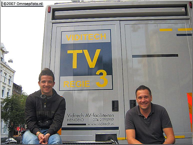 Op deze OmroepFoto : In 2007 werkte ik wel eens met Derek Roesink (links op de foto).