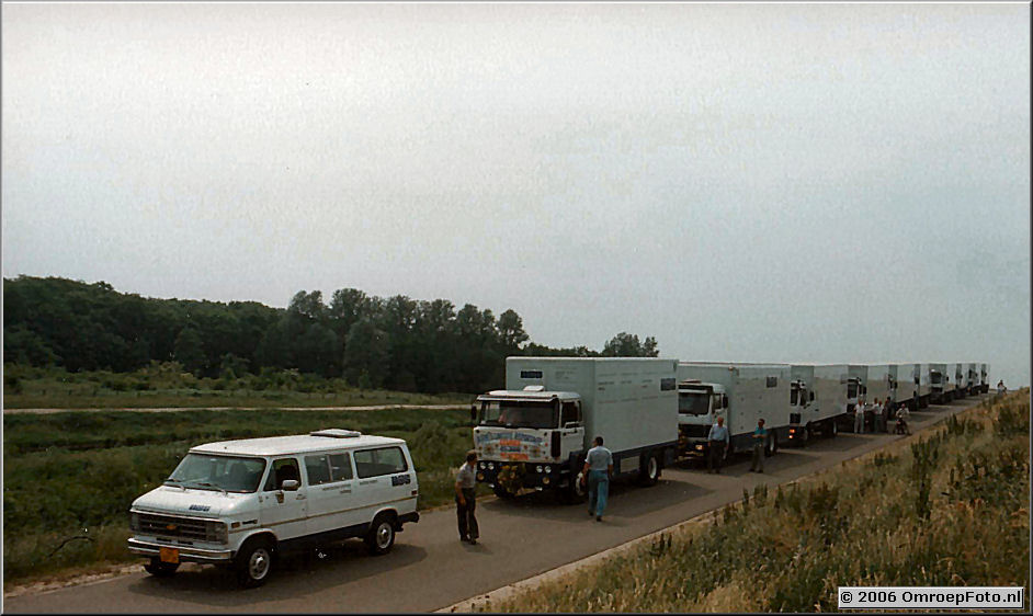 Foto 2-38.Arie's laatste reportage.Alle materiaalwagens rukten uit