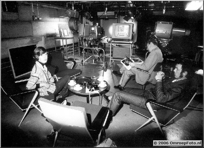 Foto 5-91. PS2 - 1975 Maartje van Wegen, Wout de Wit en Kees Fennis