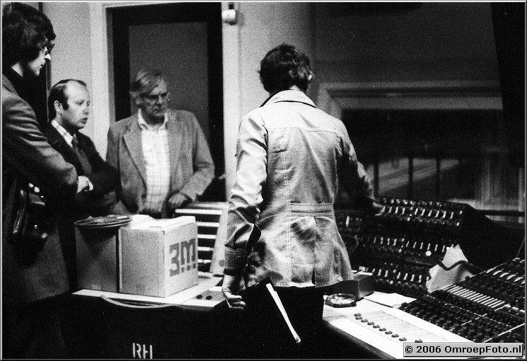 Foto 7-129. ATV Londen mei '76 Pieter Verheul, Ren� de Hond en Mr Wilinson