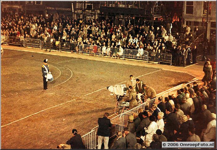 Foto 7-133. Eerste kleurenreportage met kunstlicht Taptoe Delft eind jaren '60