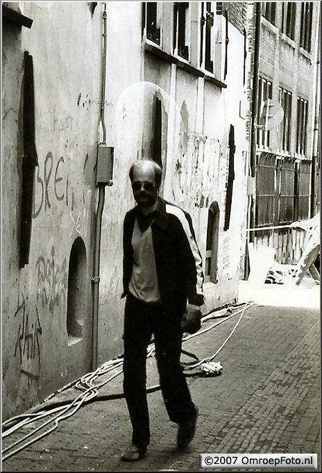 Doos 101 Foto 2007 Amsterdam Brakke Grond 'Sonja op...' -- rep. wagens op rokin, kabels moesten twee straten verder naar binnen