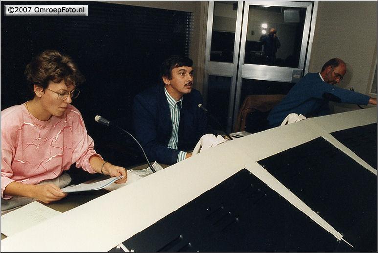 Doos 101 Foto 2010. studio 1/2 - Quiz voor de EO, Lannie en Bert v/d Burg, Leo zit klaar voor de start