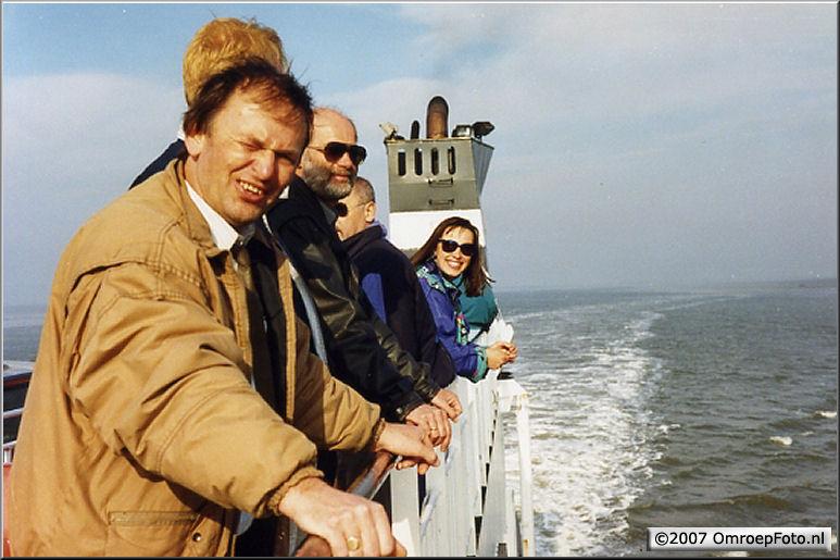 Doos 102 Foto 2024. Op de boot naar Ameland voor een eucharistieviering - Joop Valk, Leo, Petra