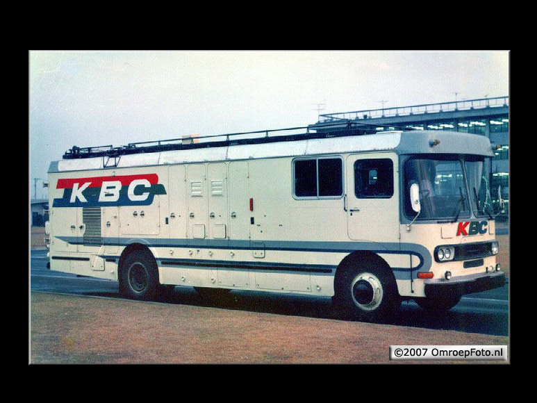 Doos 104 Foto 2066. KBC Mobile Unit
