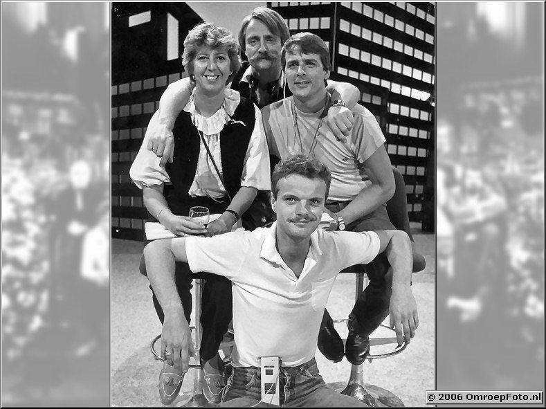 Foto 11-208. Jorrien, Wil Poulein, Bert Veltmeijer (nu chaufeur bij Connexion...) en René Verhagen