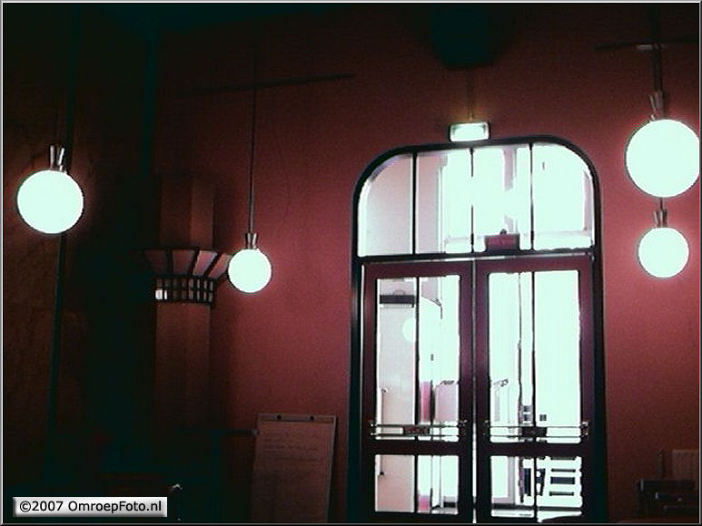 Doos 111 Foto 2216. Jugend stijl in de hal van Studio Plantage