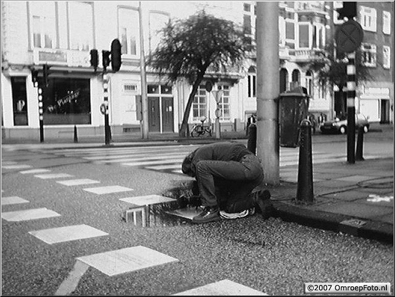 Doos 111 Foto 2217. Rob van den Houten maakt een shot tbv de leader van het programma 'Buitenhof'