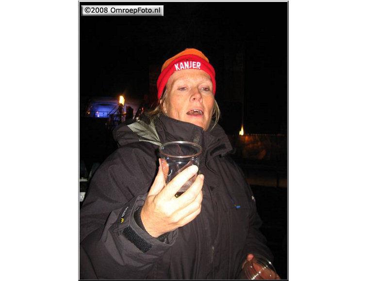 Doos 124 Foto 2467. Uitreiking Postcode Kanjer in Wijchen. Anja bedankt de ploeg met champagne...Goed geregeld...en fijn gewerkt, Kanjer!