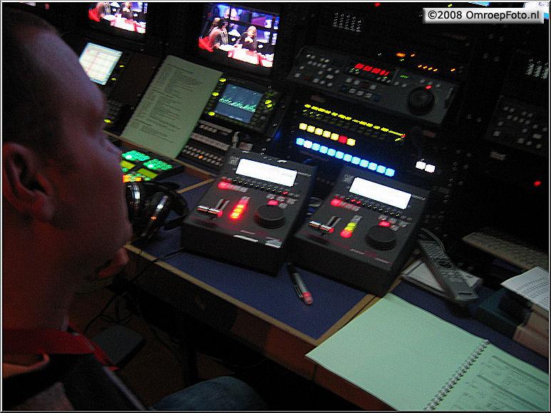 Doos 124 Foto 2475. TV Moment v/h jaar 2007. Remko bedient de LSM
