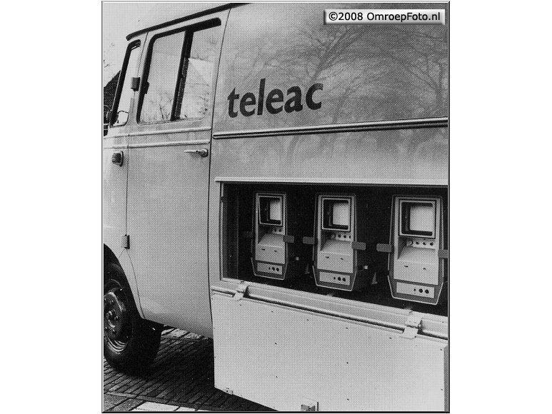 Doos 124 Foto 2477. Teleac reportagewagen. Wie kent deze camera's?