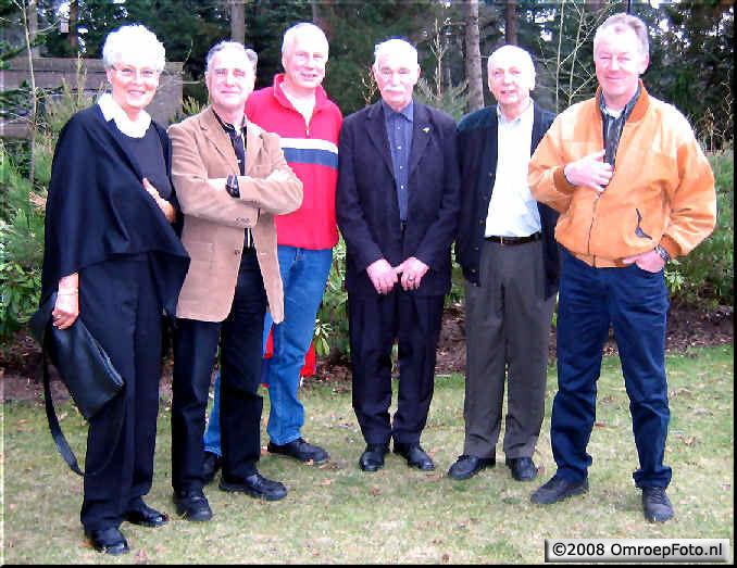 Doos 126 Foto 2504. Bij de begrafenis van Tim Hueting, ?,Harry,Lammert,Rob,Hugo en Kees