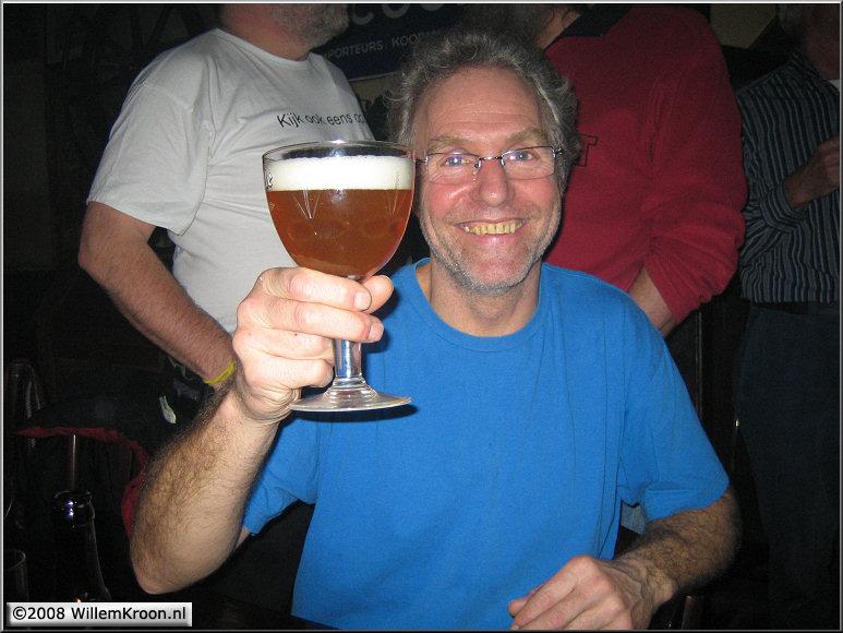 Doos 127 Foto 2522. Sate Reunie 2008. Ed nam een zwaar Belgisch biertje en fietste weer naar Amsterdam!