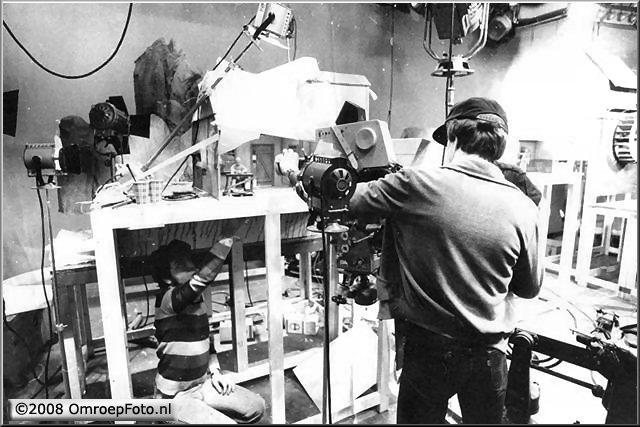 Doos 127 Foto 2534. Aardewerkers, Chileense vluchtelingen met animeerbare aardewerkenbeeldjes, resp. Studio-B, Concordia, Studio-1. 1979