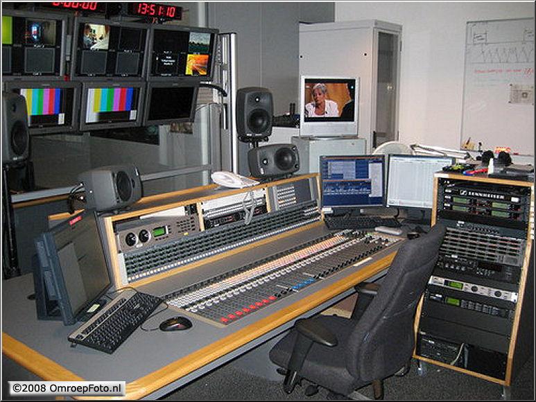 Doos 129 Foto 2580. Audio regie Studio 8 (Avondjournaals & NOVA)