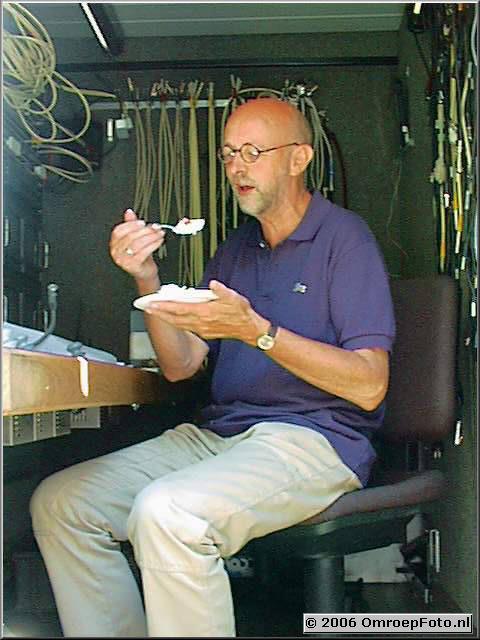 Foto 13-253. Jan eet een toetje bij Studio Belbo