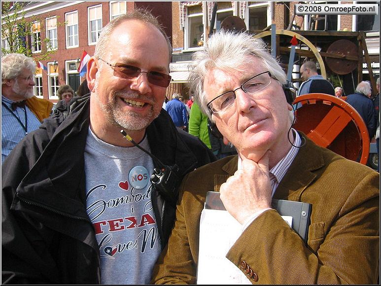 Doos 137 Foto 2726. Koninginnedag2008. Janus en de denker...Tommy