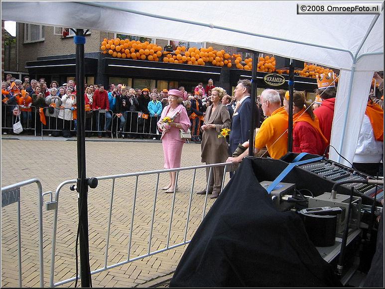 Doos 138 Foto 2744. Koninginnedag 2008. Volgende keer oranje afrokken...