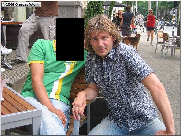 Doos 140 Foto 2797. 'Wie is die man naast Chander?'