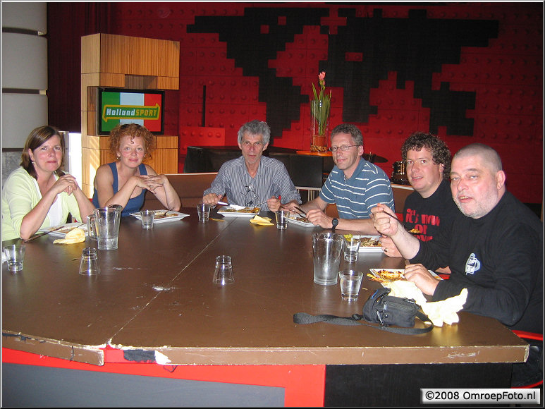 Doos 140 Foto 2799. Dineren aan de DWWDD tafel