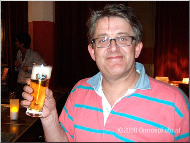 Doos 141 Foto 2805. Peter en zijn biertje