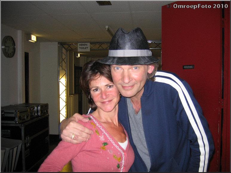 Doos 151 Foto 3019 Martine van der Scheer en een beroemde presentator