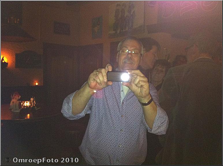 Doos 152 Foto 3038 Reunie van het AC. Ad neemt een foto met flits
