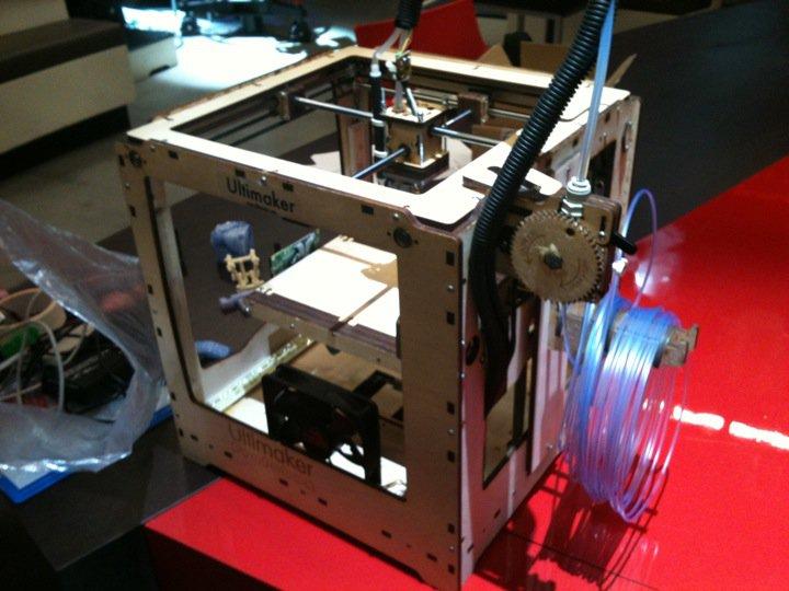 Doos 155 Foto 3089. Eerste 3D-printer voor thuis bij DWDD