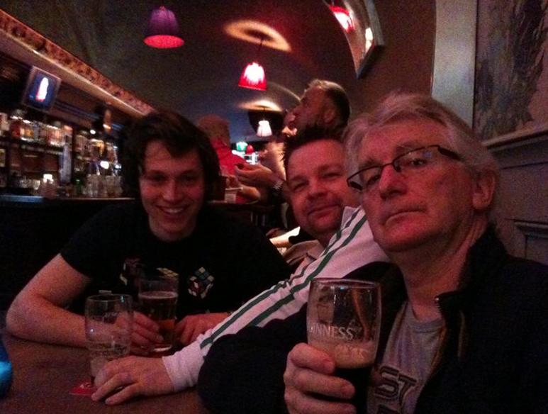 Doos 155 Foto 3093. Die hards in the Tara! Foto is genomen door mijn zoon Conor. Ierland won overigens !!!