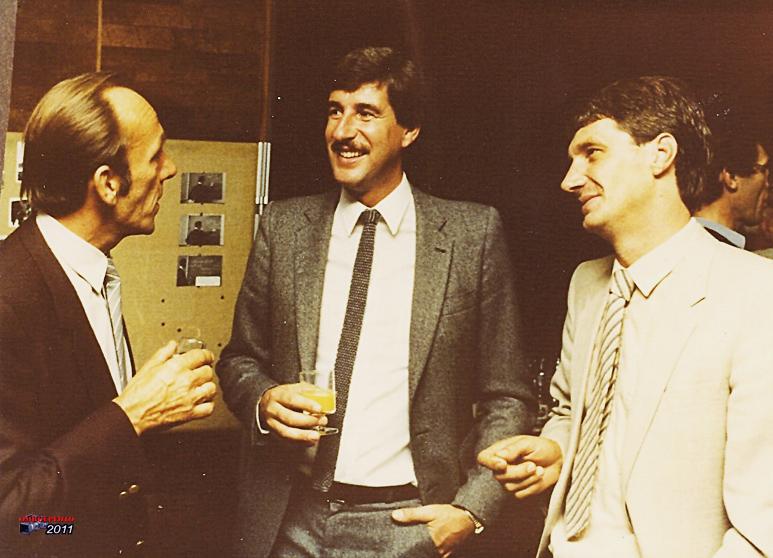 Doos 158 Foto 3158. Een receptie in de MarconiZaal : Jan Reedijk, Cor Kuiters en Johan Kaasgaren 1989