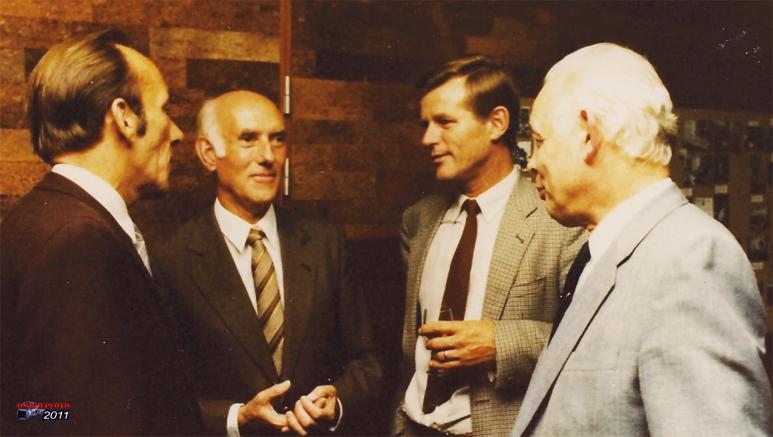 Doos 158 Foto 3159. Een receptie in de MarconiZaal : Jan Reedijk, Jan Langeweis, Jan van Moorst en Bob Goorhuis 1989