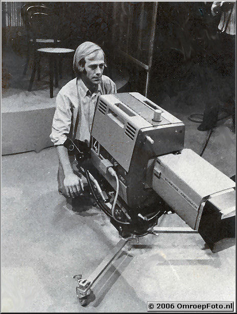Foto 16-314. Mark Jansen, cameraman bij de NOS, jaren '70, vader van Emiel