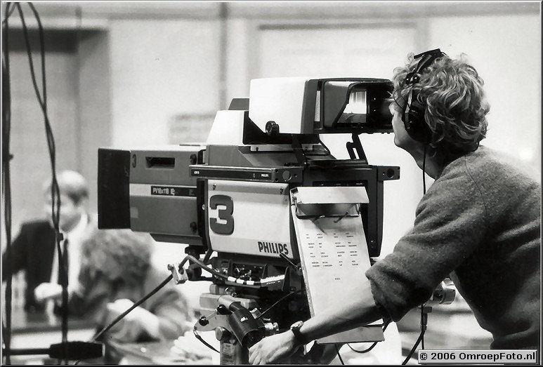 Foto 16-315. Emiel jansen, bij Klasgenoten 1990, let op de prachtige LDK-6 camera