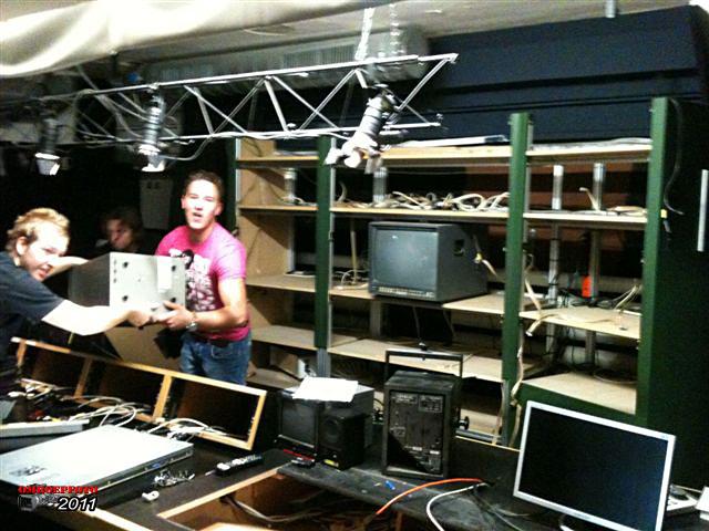 Doos 160 Foto 3185. Ontmanteling van Studio Plantage, juni 2011. De regieruimte
