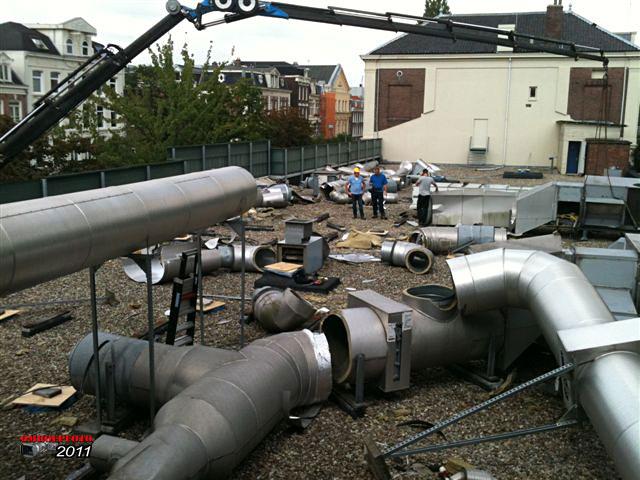 """Doos 160 Foto 3187. Ontmanteling van Studio Plantage, juni 2011. De """"klima"""" wordt gesloopt"""