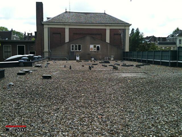 """Doos 160 Foto 3189. Ontmanteling van Studio Plantage, juni 2011. Het dak is weer """"schoon"""