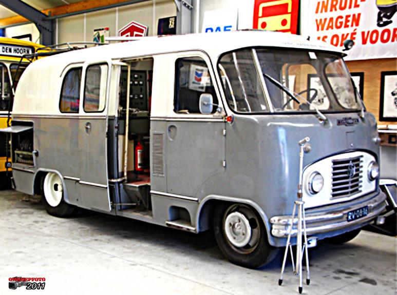 Doos 160 Foto 3200. NRU radiowagen. Chevrolet 3742 chassis met polyester werkspoor opbouw