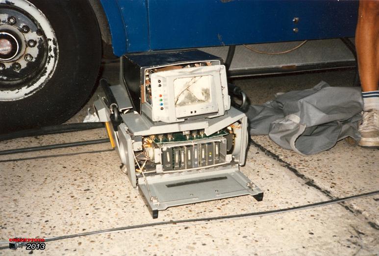 Doos 177 Foto 03525. Een shovel sloopte deze LDK - 25...