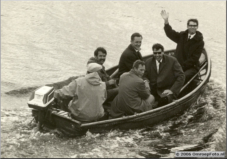 Foto 19-374. Op het Sneeker Meer 1966