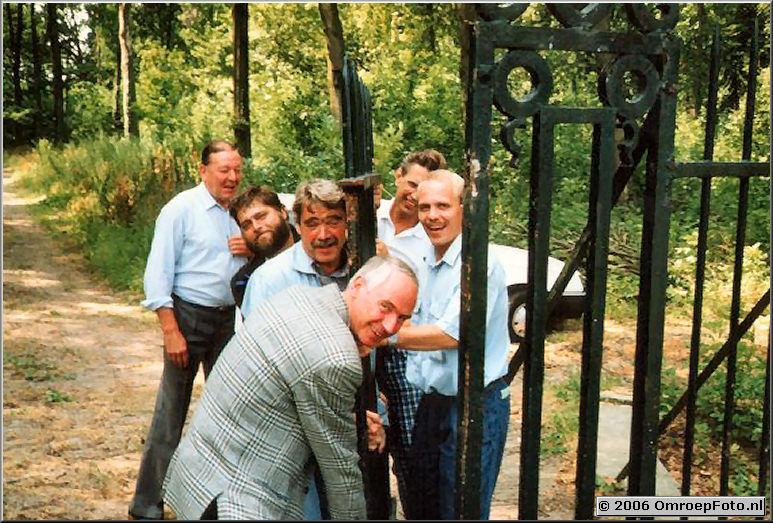 Foto 19-377. 'Kanunnikessen v/h Heilige Graf' 22-07-1990 De reportagewagen kon de draai niet maken, dus zei Jan Hoekstra...