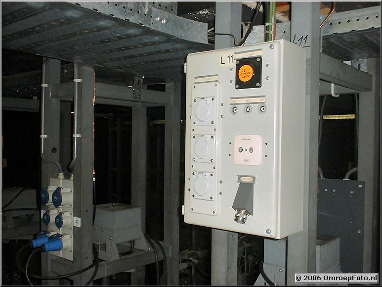 Foto 20-397. Aansluitkast Links-11 op het grid.Let op de LDK-14 aansluiting tbv een hangende camera