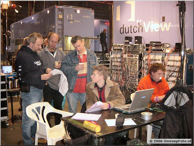 Foto 22-440.Afdeling geluid met Janus, Jan, Arno, Artjom en Winfried