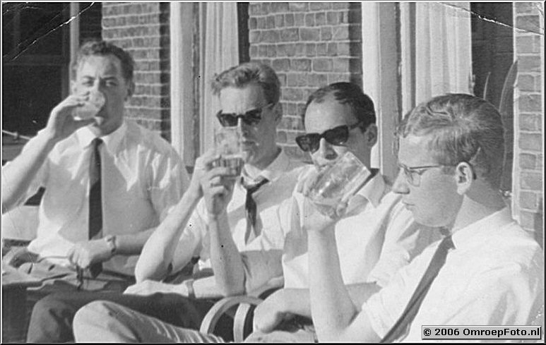 Foto 34-662. Gerrit (2e van links ?)