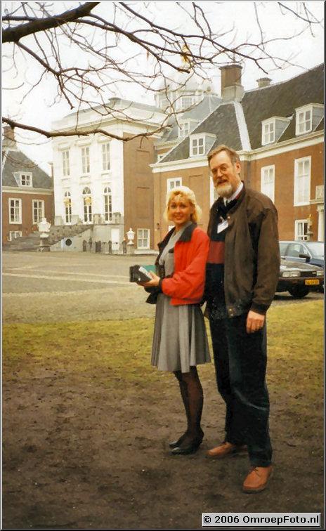 Foto 34-671. Gerrit van der Werf met Ineke Panman, produktie- en regieassistente