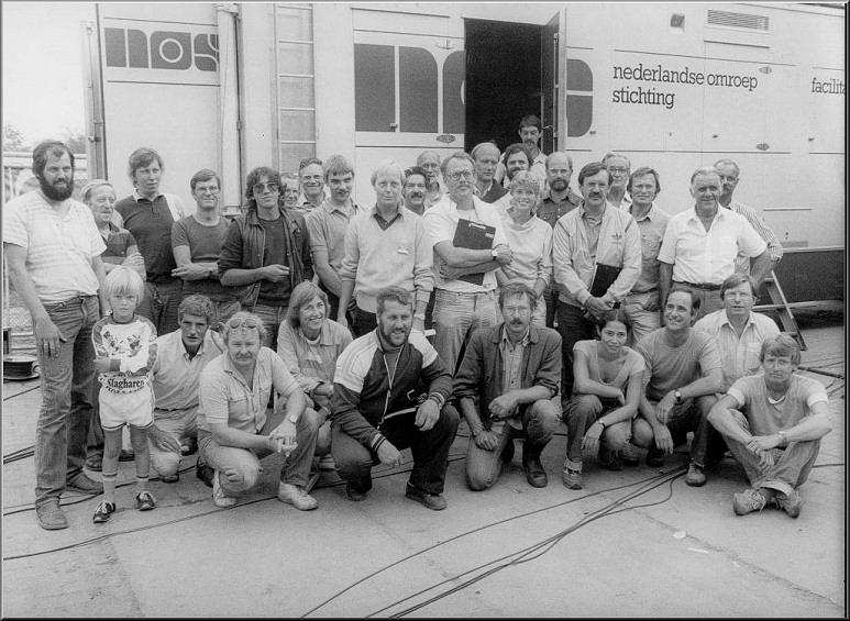Foto 35-681. In de achtergrond Trein-19 (of 20) Met oa. Joop Valk, Ruud Schouten en Harrie Stelling