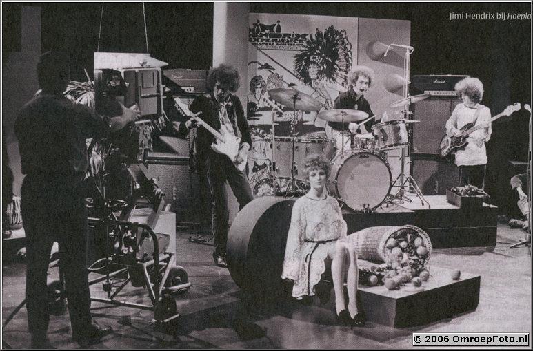 Foto 35-697. Jimi Hendrix bij Hoepla (Foto VPRO Gids)