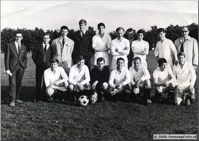 Foto 40-784. Omroep voetbaltoernooi