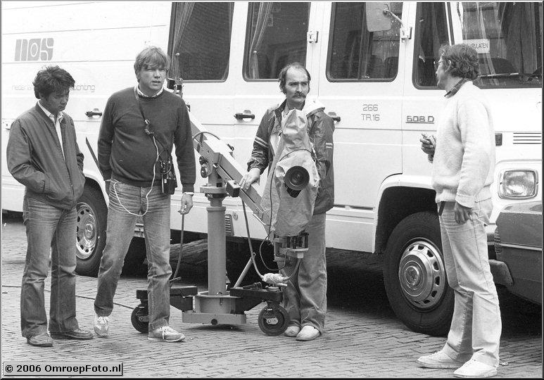 Foto 40-794. Klassiek muziekprogramma met cameramen Ken Lee en Hans Springer.Rechts regisseur Erik van Reijendam