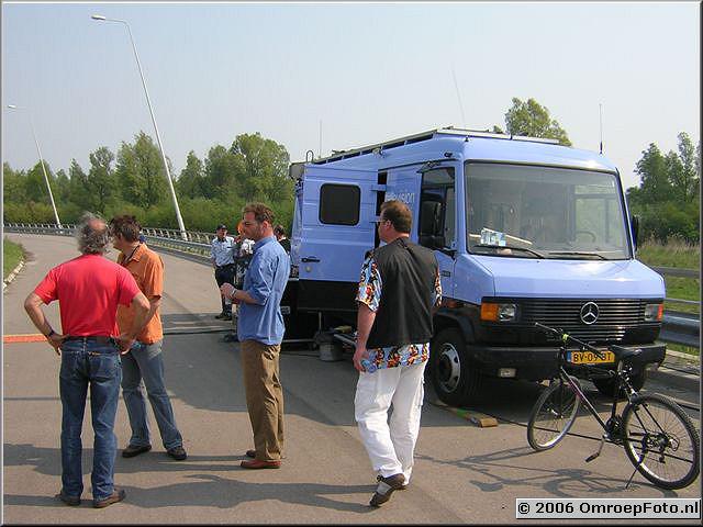 Foto 41-817. Opnames voor 'Met één been in het graf' Ijburg 2006