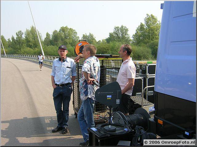 Foto 41-818. Opnames voor 'Met één been in het graf' Ijburg 2006